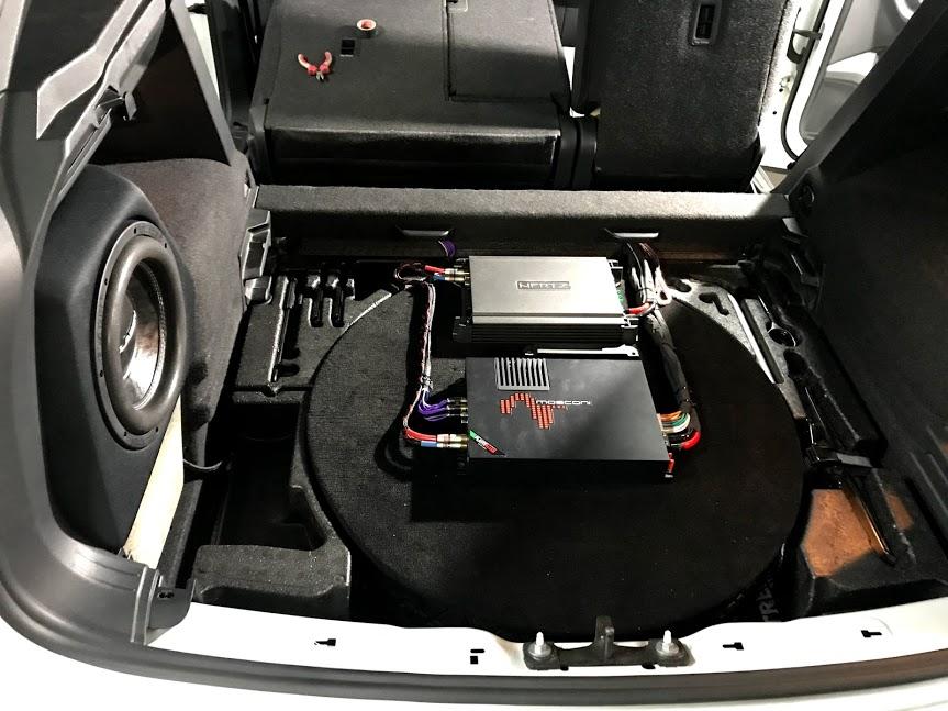 Встановлення системи звуку з підсилювачем та процесором в автомобіль
