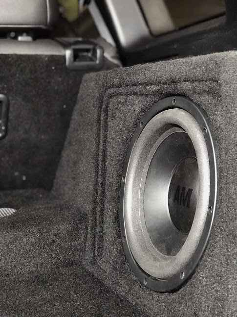 Замовити встановлення звуку в авто в Києві