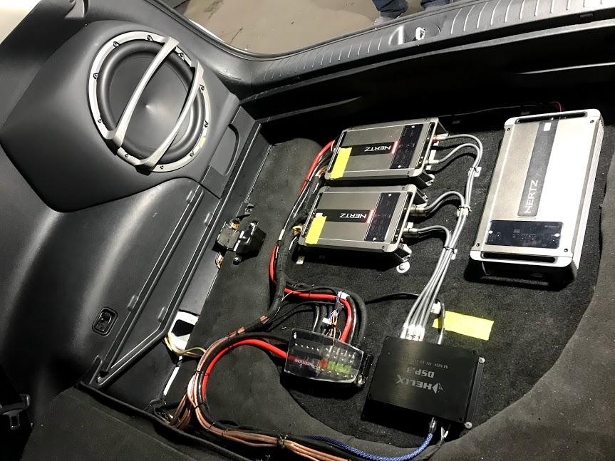 Система звуку з підсилювачем та процесором для авто