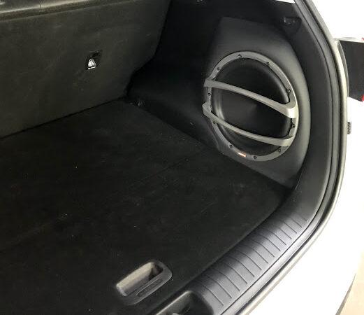 Процес встановлення пасивного сабвуфера в авто