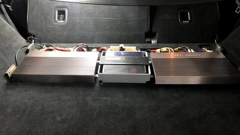 Система звуку з підсилювачем в автомобілі