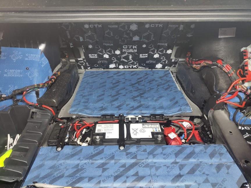 Професійне встановлення автозвуку в автомобіль від студії SQA TEAM