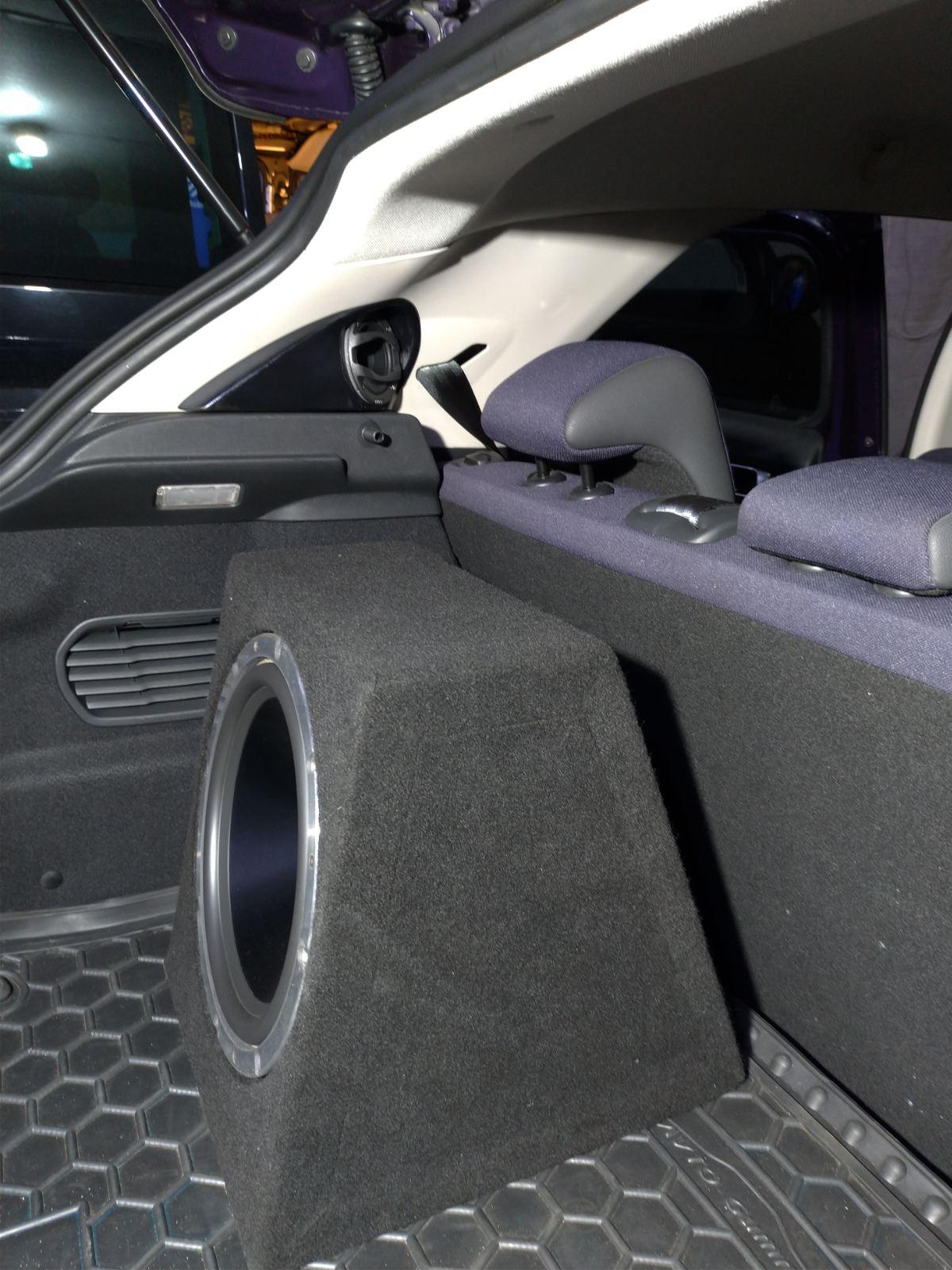 Установка пасивного сабвуфера в автомобиль