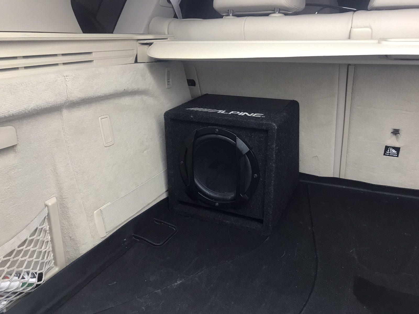 Качественная установка активного сабвуфера в автомобиль
