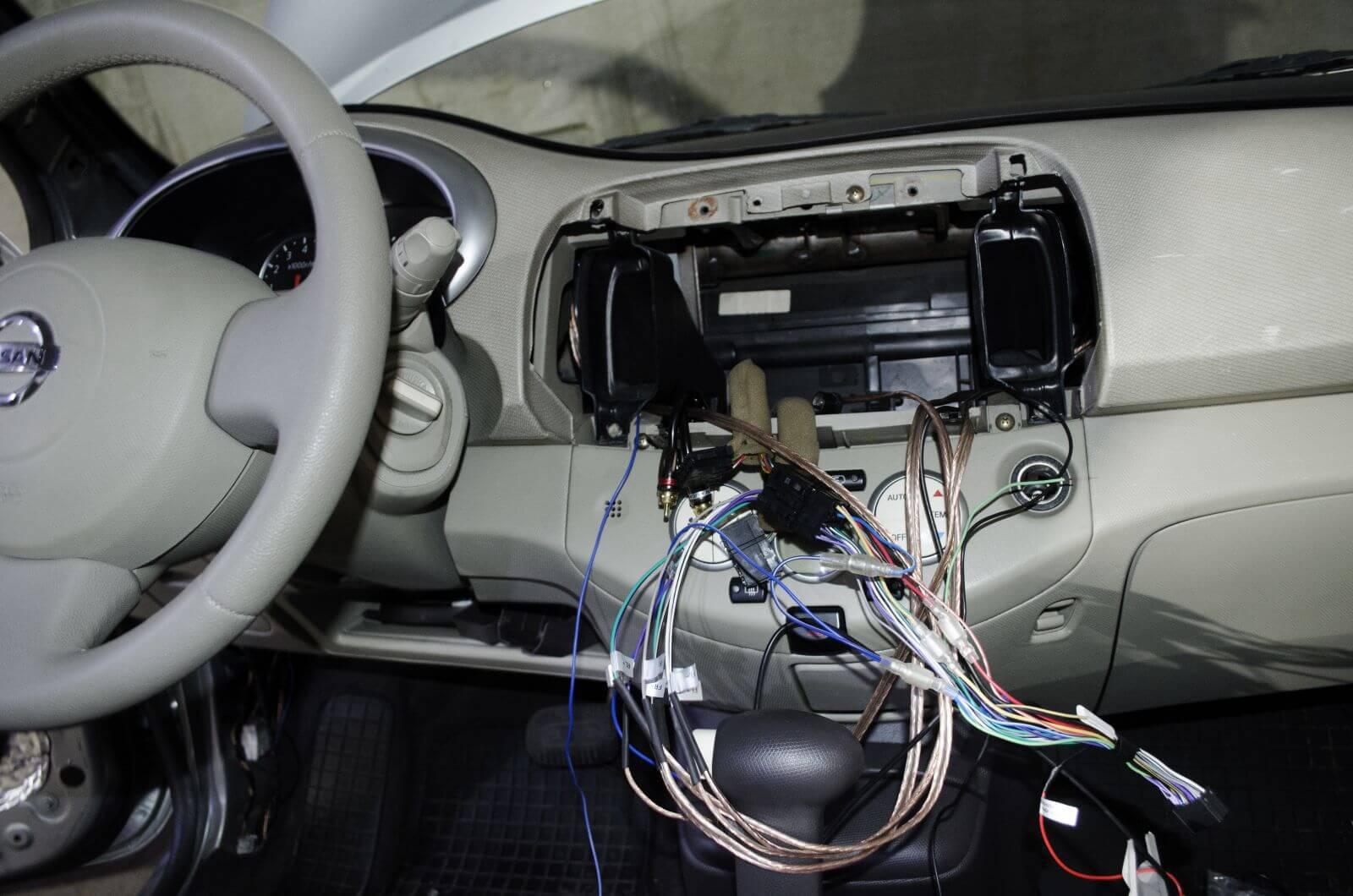 Процесс настройки автомагнитолы в автомобиле